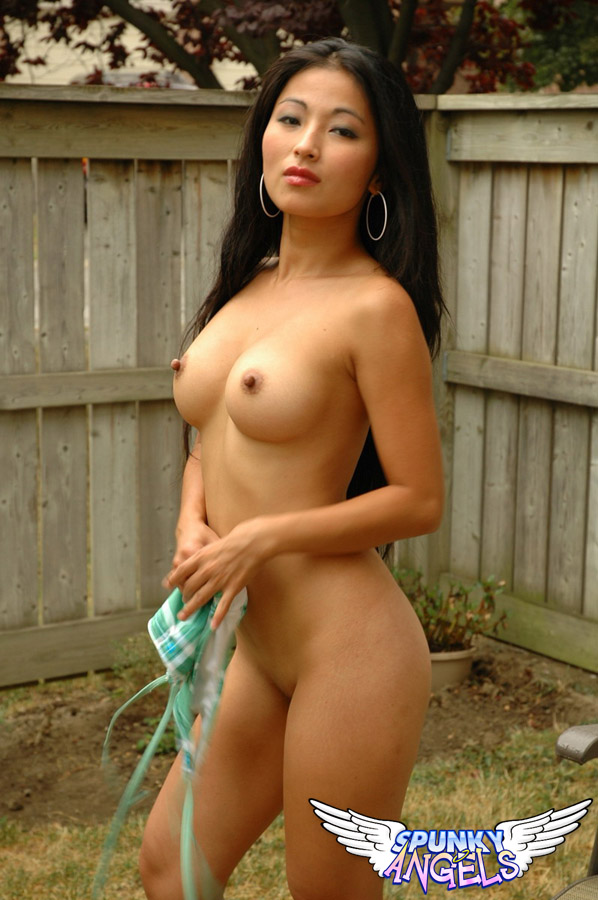from Edward nude pics of petite black girls