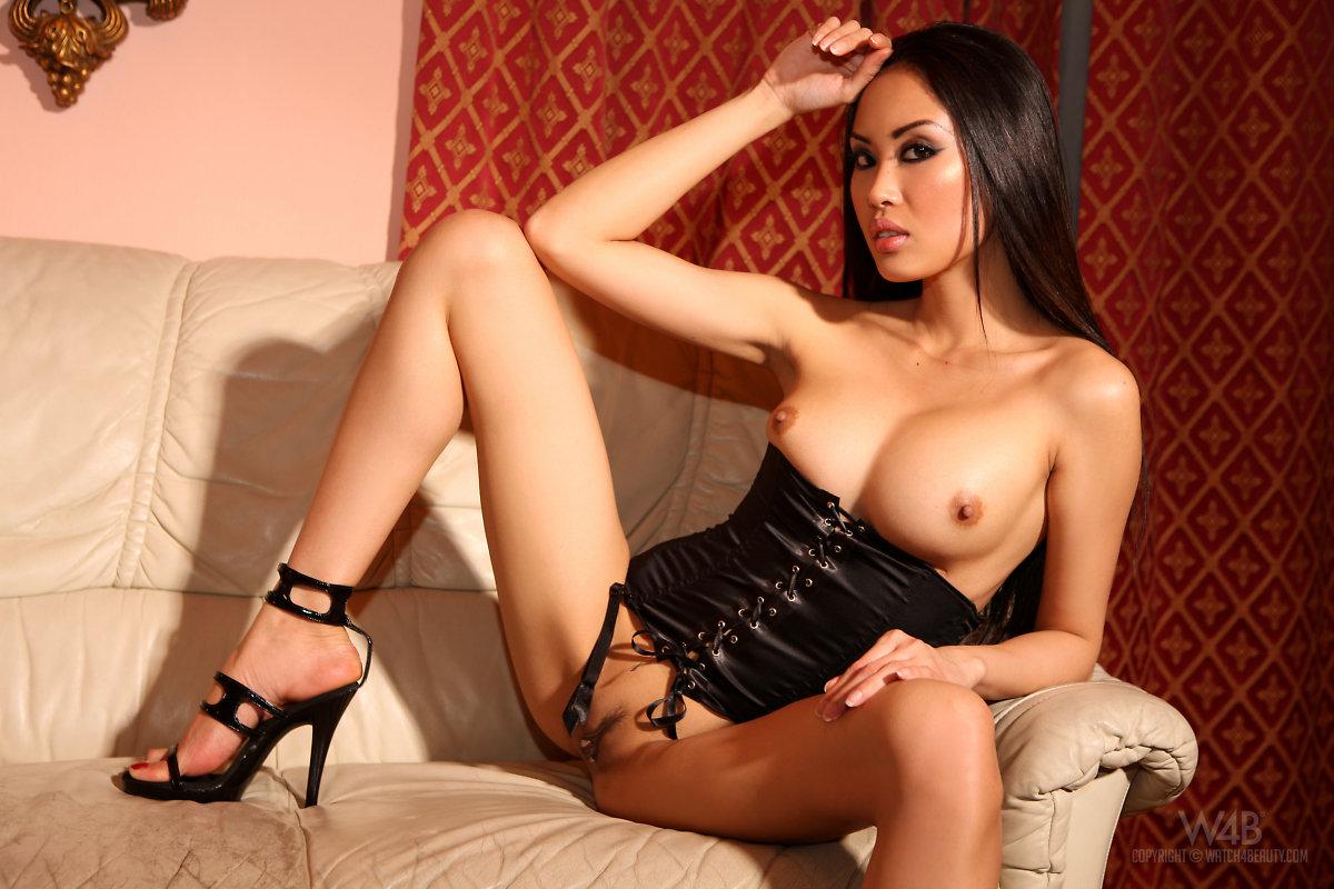Азиатки в самолуте порно видео фото 123-840