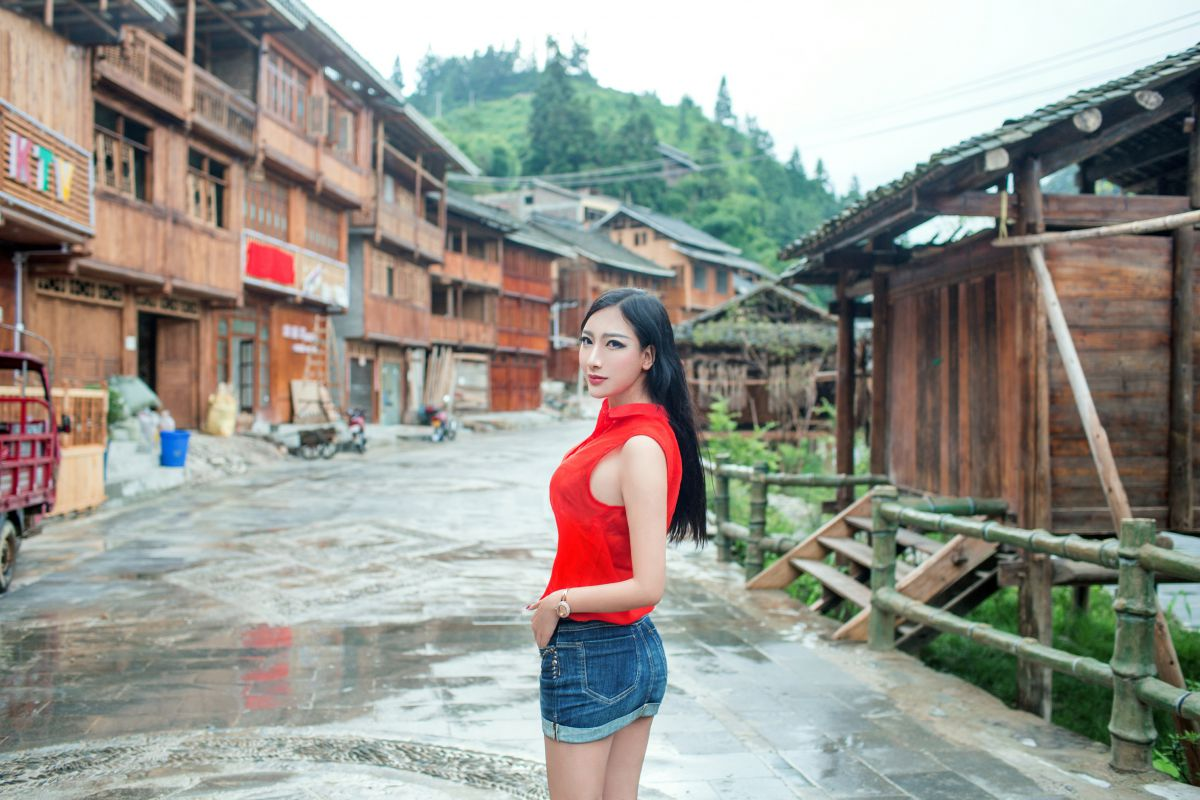 Amature chinese nude outside