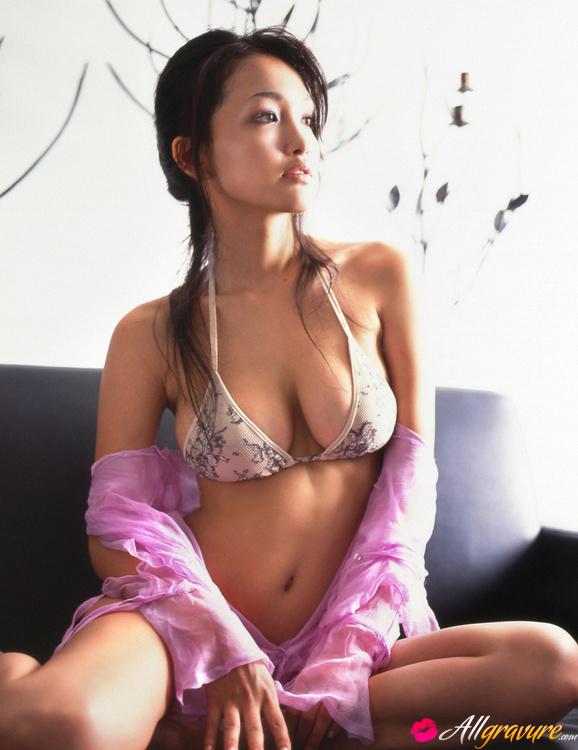Kadena topless reon