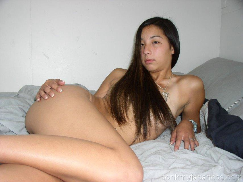 naked sexy girl milking