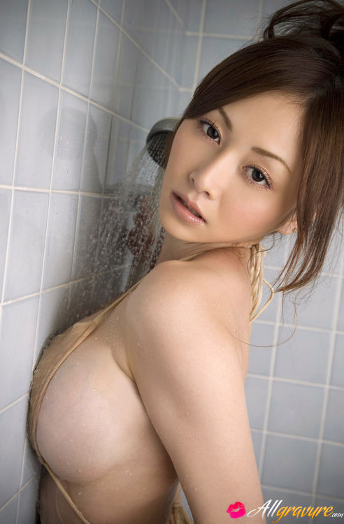 Japanese porn girl in shower, close up pictures of pussys