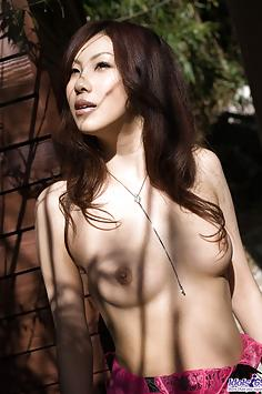 Ryo Shinohara posing in topless photos