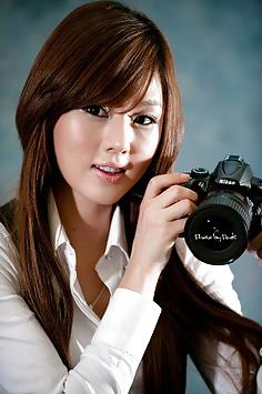 Hwang Mi Hee with her Nikon Canon camera