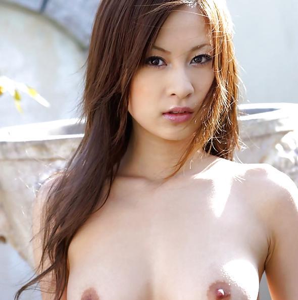 Ryo Uehara Shows her tits