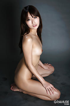 Mana Aoki nude and oiled up