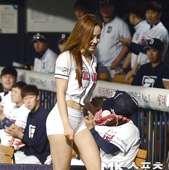 Korean baseball babe throws a pitch