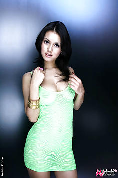 Jav star Maria Ozawa sexy yellow dress